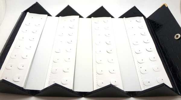 Caja plegable 7 cm de ancho y 15.5cm de largo con fondo blanco donde caben 32 aros-Insumos -Insumos Joyas-PCAR