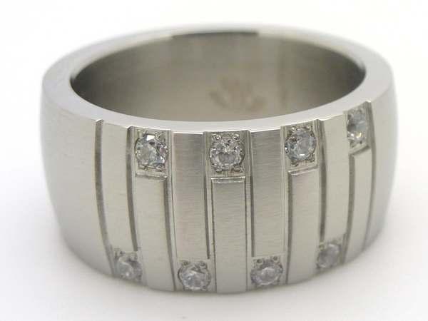 Joyas de acero quirurgico por mayor, anillos. Anillo acero satinado concabo con lineas veticales y-Joyas de Acero-Anillos-RA0493