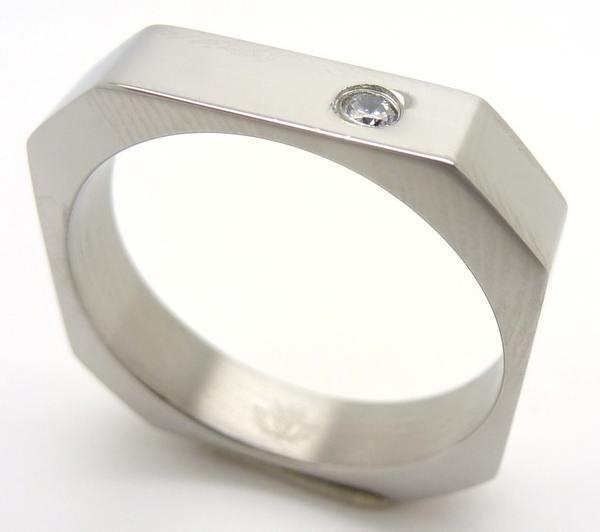 Joyas de acero quirurgico por mayor, anillos. Anillos acero exagonal delgado con un circon en una e-Joyas de Acero-Anillos-RA0516