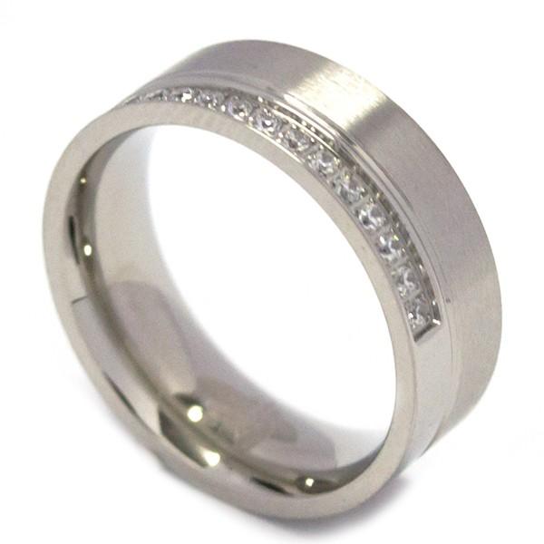 Joyas de acero quirurgico por mayor, anillos. Un cintillo con circones desplazados, Un clásico-Joyas de Acero-Anillos-RA0656