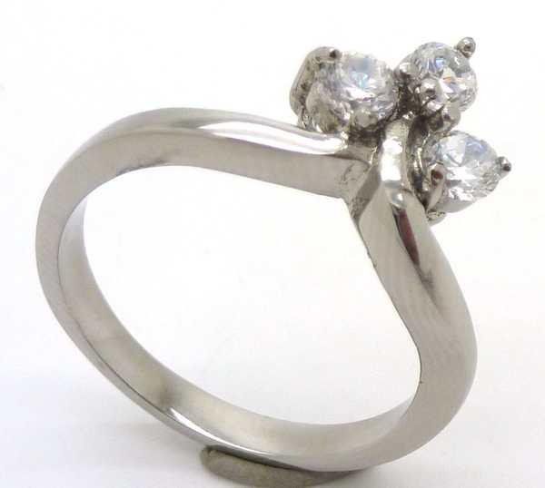 Joyas de acero quirurgico por mayor, anillos. Anillo acero estilo solitario con tres circones unido-Súper Ofertas-SOLO POR INTERNET-RA0538