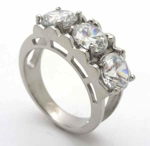 Joyas de acero quirurgico por mayor, anillos. Anillo medio cintillo ,tres circones de 7mm transpare-Joyas de Acero-Anillos-RA0649