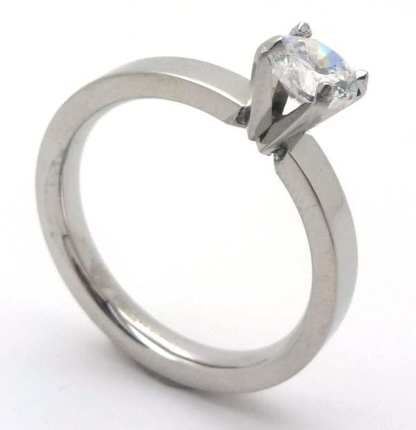 Joyas de acero quirurgico por mayor, anillos. Solitario con circón redondo de 5mm y argolla corte r-Joyas de Acero-Anillos-RA0659