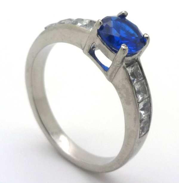 Joyas de acero quirurgico por mayor, anillos. Solitario con circón central azul redondo de 6 mm y 4-Joyas de Acero-Anillos-RA0668