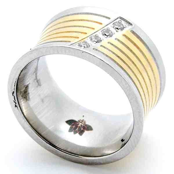 Joyas de acero quirurgico por mayor, anillos. Anillo con relieves dorados y una linea de circones-Joyas de Acero-Anillos-RA0732