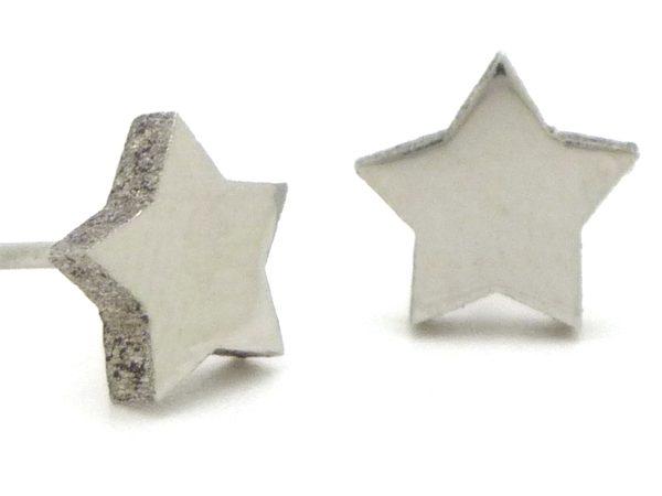 Joyas de acero quirurgico por mayor, Aros. Aro pequeño en forma de estrella, pulido. Muy lindo.-Súper Ofertas-LIQUIDACIÓN -EA0269