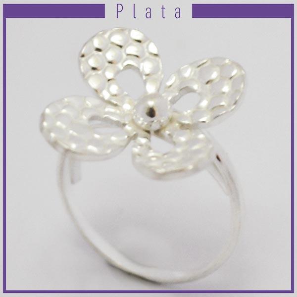 Joyas de Plata 925 por mayo, hermoso anillo de plata, middi para que lo uses en la falange es adaptable, tiene un efecto machacado en forma de flor con 4 pétalos calados -Joyas de Plata-Anillos-RP0024M