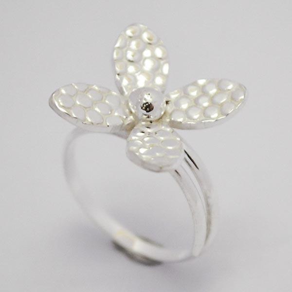 Joyas de Plata 925 por mayor , hermoso anillo de plata midi,este  anillo esta pensado para que lo uses en la falange, en forma de flor con 4 pétalos efecto machacado    -Joyas de Plata-Anillos-RP0026M
