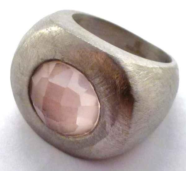 Joyas de acero quirurgico por mayor, anillos. anillo rayado con superficie ovalada y piedra rosada-Joyas de Acero-Anillos-RA0191L